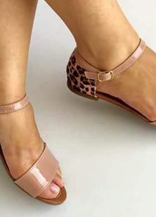 Sandália rasteirinha flat rosê animal print