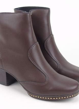 Bota coturno feminino cano curto marrom fosco salto grosso baixo napa