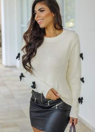 Blusa em tricô com detalhes de laço