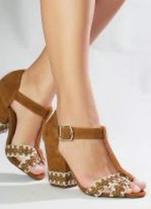 Sandália salto alto grosso