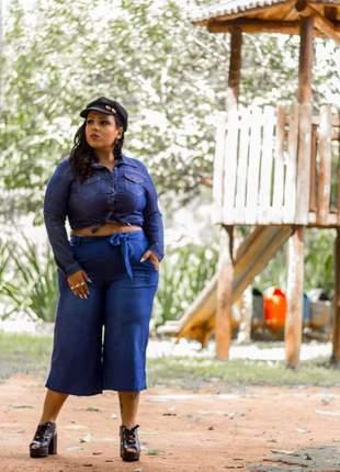 Lindo conjunto plus size feminino calça pantacurt e blusa jeans com bolso