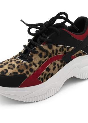 Tênis sneakers chuncky recortes em nobucado preto e vermelho com detalhes em onça