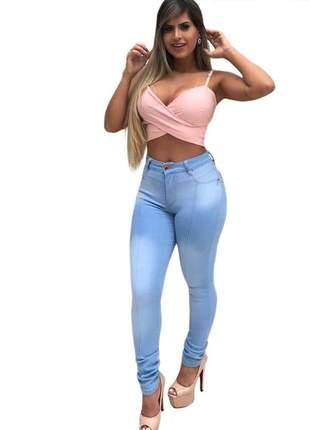 Calça jeans feminina clara levanta bumbum
