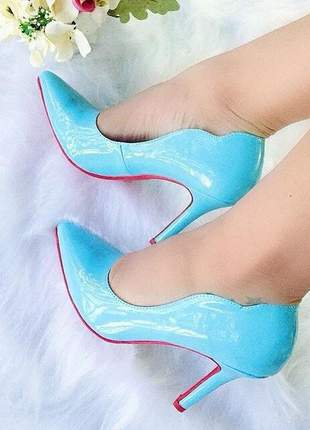 Scarpin curvas fun store verniz azul tiffany solado vermelho