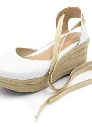 Sandália anabela salto medio amarrar na perna branca
