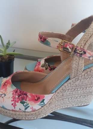 Sandália anabela salto corda floral