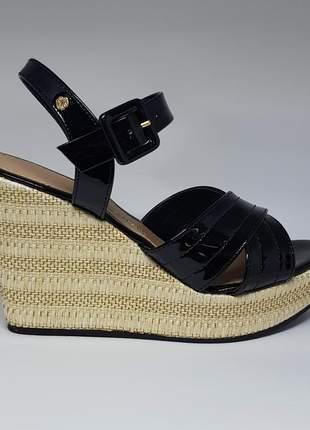 Sandálias femininas anabela ana hickman preta verniz