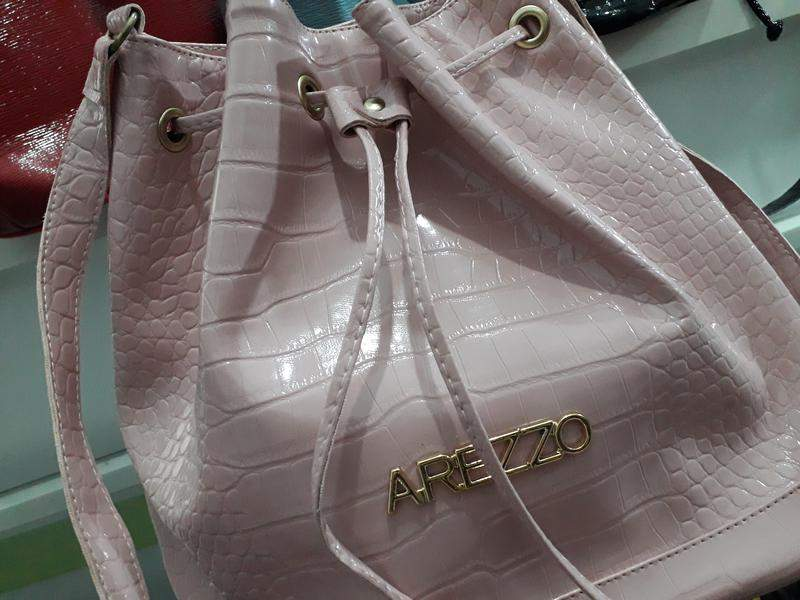 c9937fe77 Bolsa saco arezzo - R$ 110.00 (dourada, com alça transversal, de ...