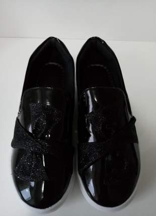 Tênis slip on verniz preto um arraso sapatilhas femininas