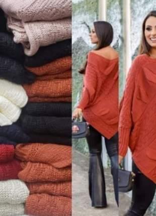 Poncho feminino manga longa em tricot acabamento em v