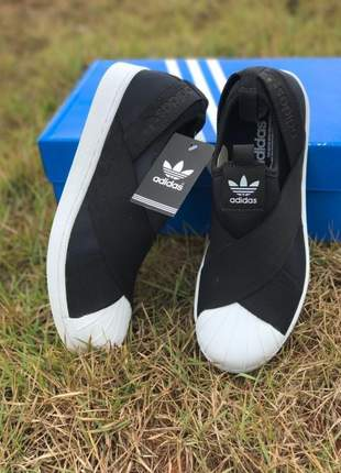 Tênis adidas slip on superstar