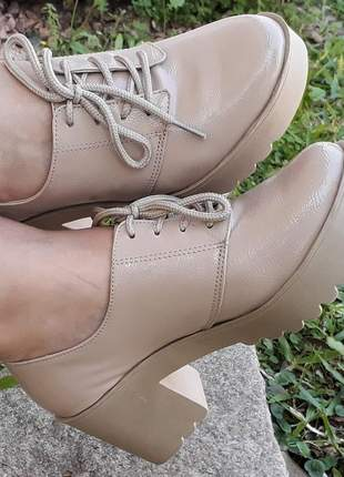 Sapato oxford feminino nude salto alto tratorado