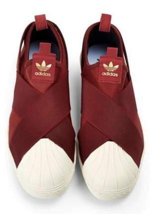 Tênis adidas slip on bordo