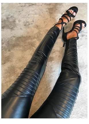 Calça montaria justa em couro fake e neoprene preto
