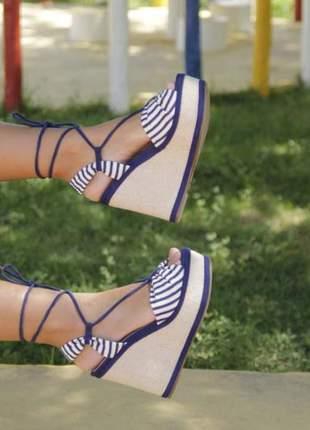 Sandália de amarrar listrada