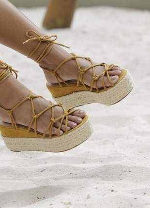 Sandália de amarrar
