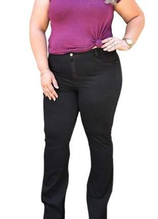 Calça jeans flare preta feminina plus size