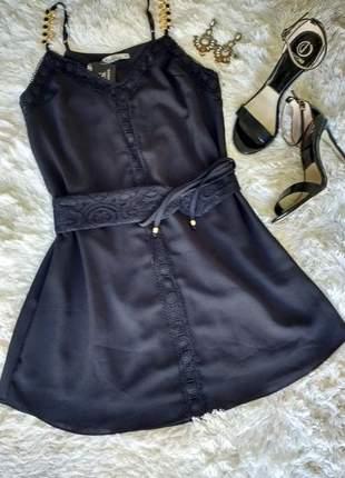Vestido pretinho nada básico.