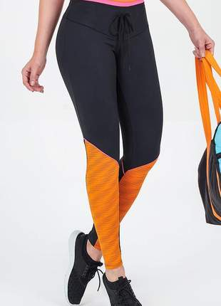 Legging alto giro athletic recortes friso preta