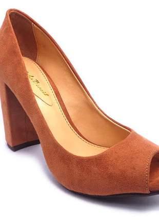 6577bb8473 Sapato feminino sobressalto salto quadrado
