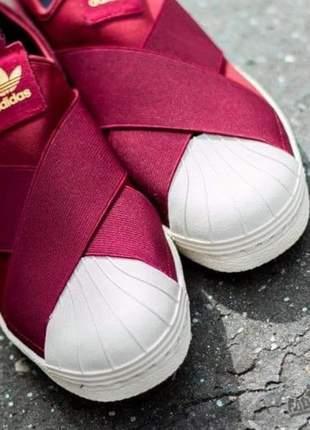 Adidas slip on vinho com branco