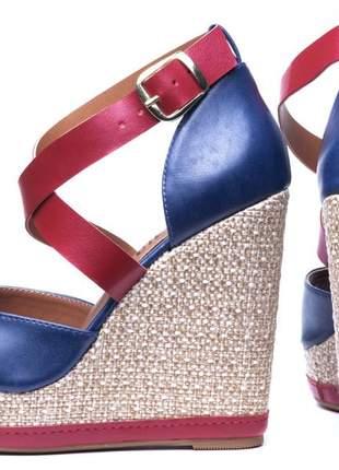 Sandália anabela azul marinho e vermelho