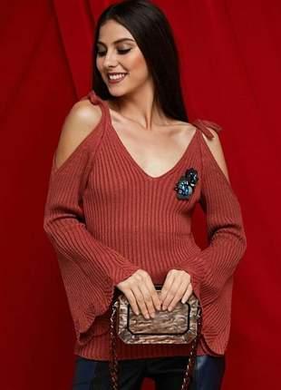 Blusa tricot de fibra acrílica, decote v, alça de amarração, mangas flare.