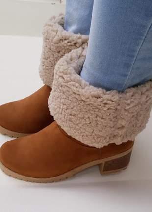 Bota feminina forrada com lã salto médio grosso tratorado caramelo