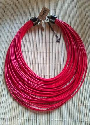 Colar várias voltas de cordão encerado