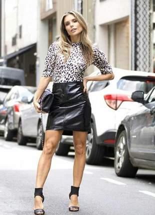 Saia preta couro eco fashion, peça despojada.