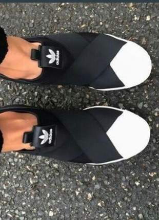 Tênis adidas slip on elástico