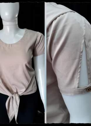 Blusa de amarrar com fenda na manga