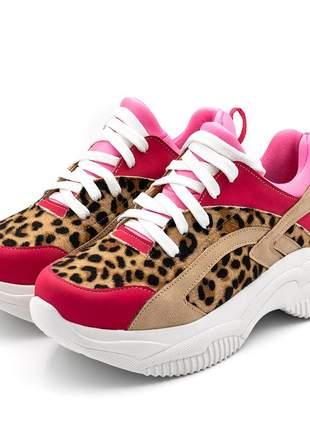 Tênis sneakers chuncky recortes em pelo de onça e nobucado rosa neon