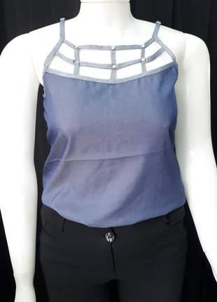 Blusa detalhe no decote com rebite