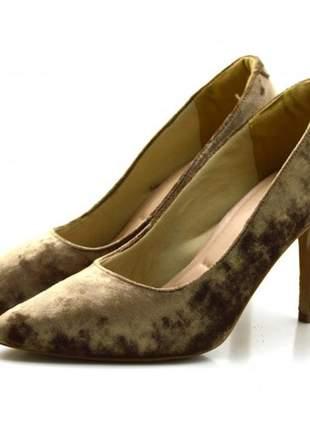 Sapato scarpin salto alto fino em veludo nude