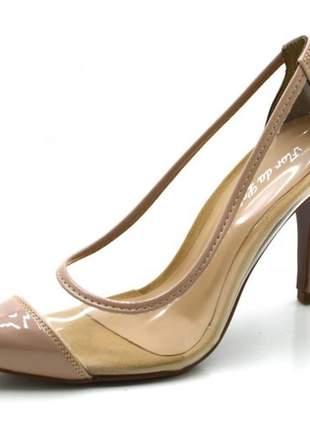 Sapato scarpin salto alto fino em verniz nude com transparência