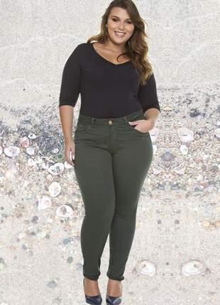 Calça jeans feminina plus size verde militar com lycra