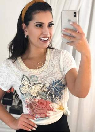 Blusa em tecido devore feminina com bordados em pérolas borboleta