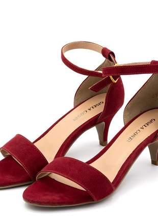 Sandália feminina social salto baixo fino em nobucado vermelho