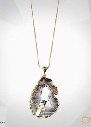 Belíssimo colar com pedra bruta folhado a ouro 18k
