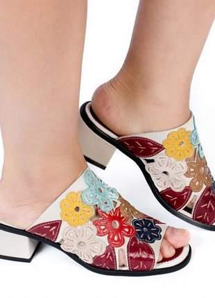 Sandália de salto em couro