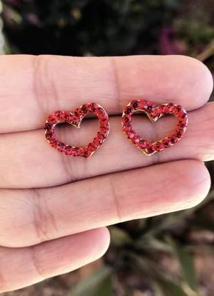 Brinco coração vazado vermelho