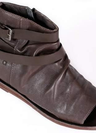 Sandália rasteira em couro