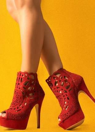 Ankle boot vermelha meia pata salto alto