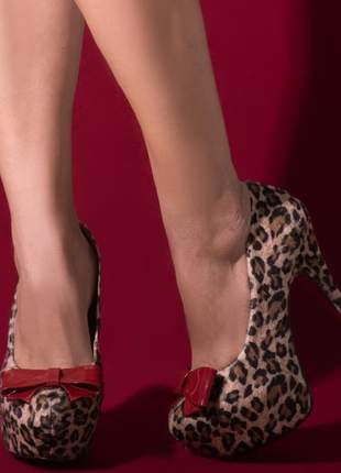 Sapato salto alto animal print onça pintada