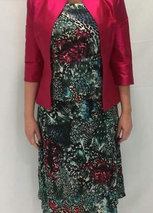 Conjunto feminino saia midi, blusa e blazer acetinado floral.