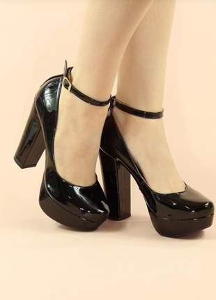 Sapato meia pata boneca verniz