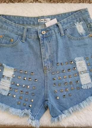 Short jeans claro cintura alta detalhes de aplicações spikes verao 2020