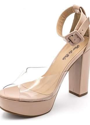 Sandália meia pata salto alto em verniz nude com transparência