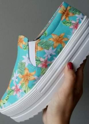 Tênis slip on tratorado floral